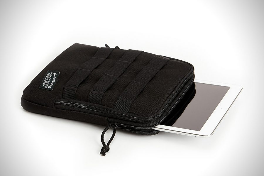 The Cargo Works iPad EDC Kit Holds Your iPad Anywhere, Anytime