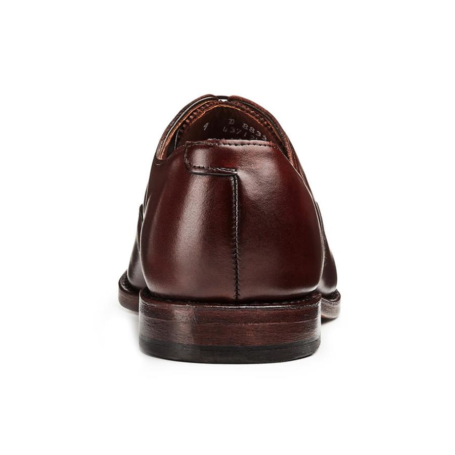 Style Essentials: The Allen Edmonds Carlyle Oxford